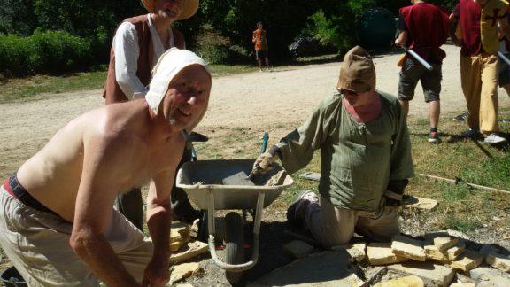 On restaure le puits protégés par les guerriers