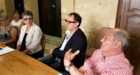 Michèle Theulier (les Républicains), Marie-Odile Delcamp (la maire), Jean-Louis Constant (opposition) et Michel Cammas (adjoint aux finances), réunis pour contester la démarche de Louis Crubillé