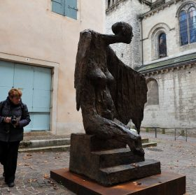 6fa7d7f6df4 Sa sculpture «L Ange du Lazaret» a été remise le 26 avril 2015 par  l association les Gardiens de l Ange